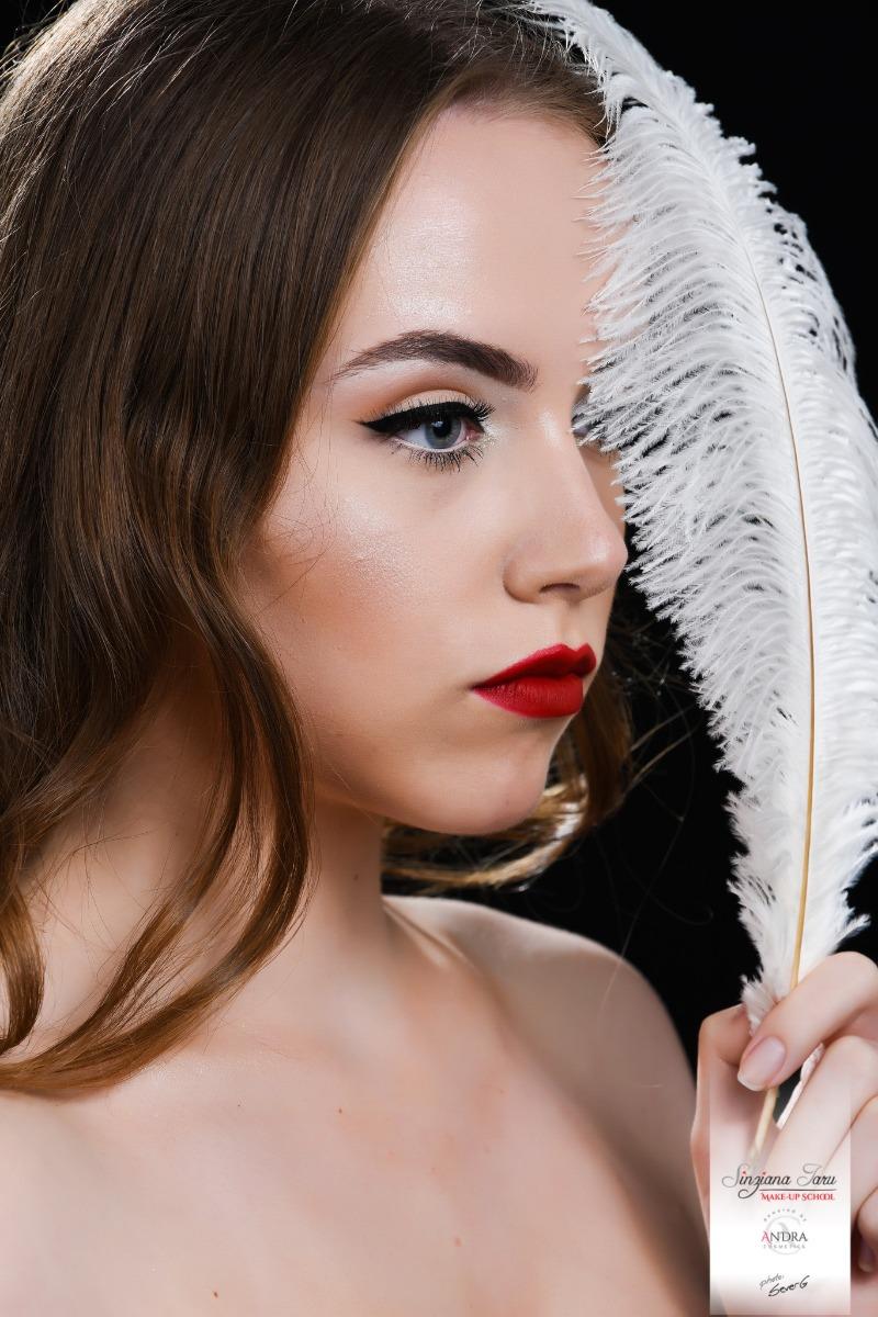 sinziana iaru eyeliner